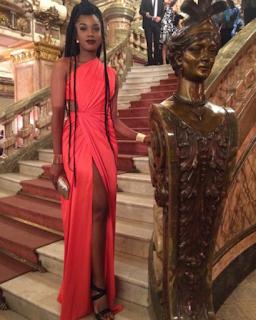 vestido vermelho cantora