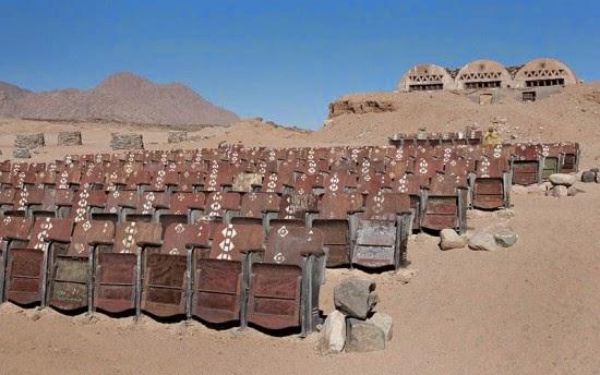 سينما مهجورة فى صحراء