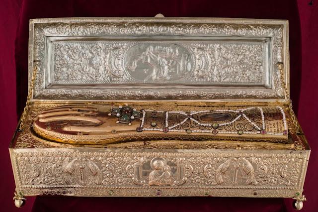 Το δεξί χέρι του Αγίου Γεωργίου. Ιερά Μονή Ξενοφώντος Αγίου Όρους. https://leipsanothiki.blogspot.com/