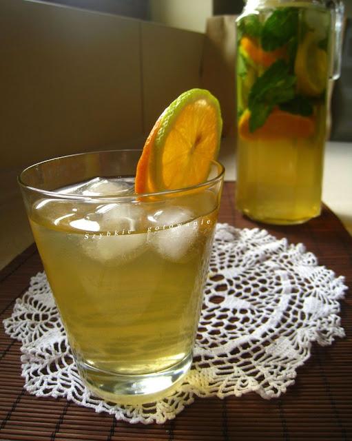 Domowa mrożona herbata cytrynowa
