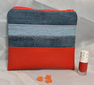 Trousse de maquillage jeans et simili rouge, 18 x 17 cm, zip et coton intérieur rouge vif