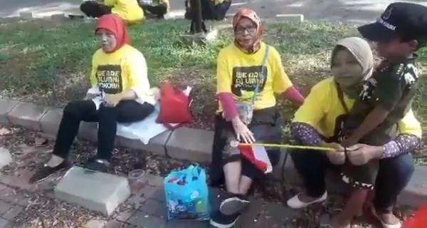 Ngakak! Deklarasi Dukungan Alumni UI untuk Jokowi, yang Hadir Ibu-Ibu Projo dari Cibitung