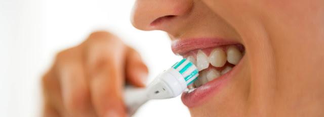 Faut-il se brosser les dents avant ou après le petit-déjeuner