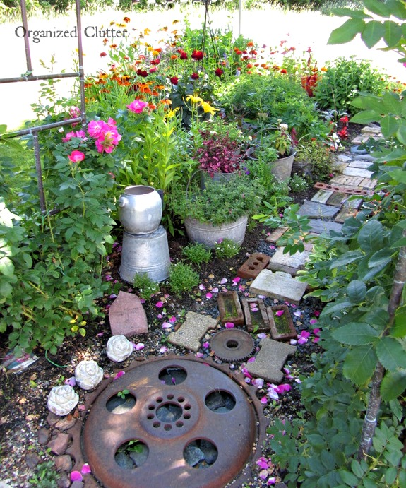 ORGANIZED CLUTTER OR JUNK MADE BEAUTIFUL | Garden Pics and Tips