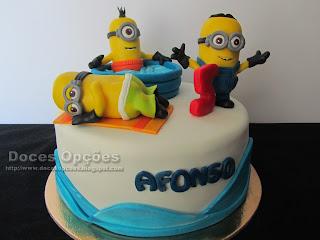 holidays minions cake