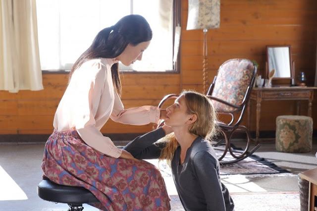 Leona (Geminoid F) et Tania (Bryerly Long) dans Sayōnara