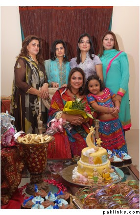Nadia Khan With Her Family  New Unseen Pictures  B  G Fashion