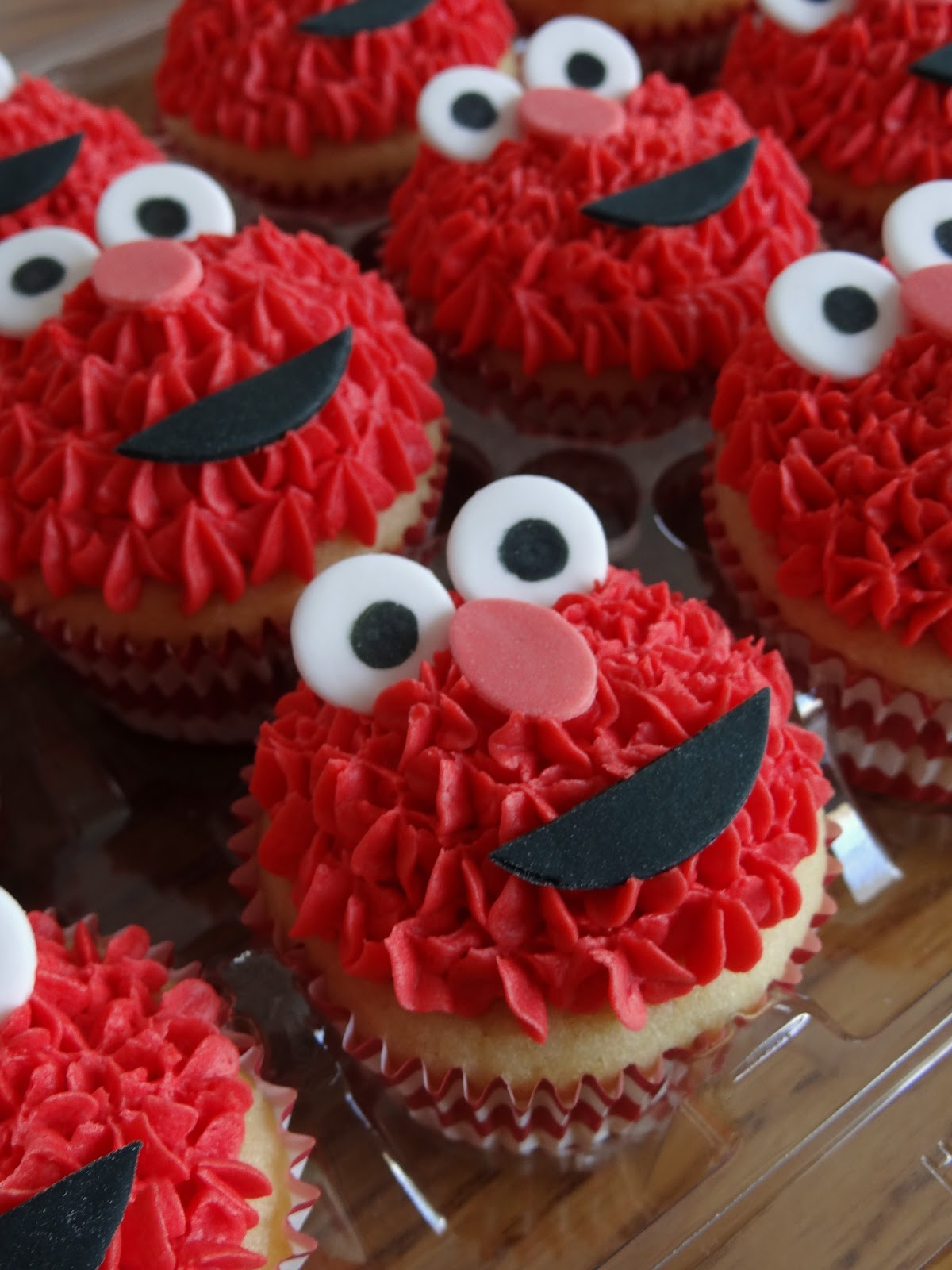 Libby S Cupcakes Etc Cookie Monster Amp Elmo Cupcakes