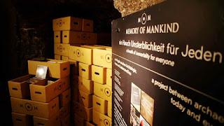 El interior de la mina Hallstatt con las cajas del proyecto MOM
