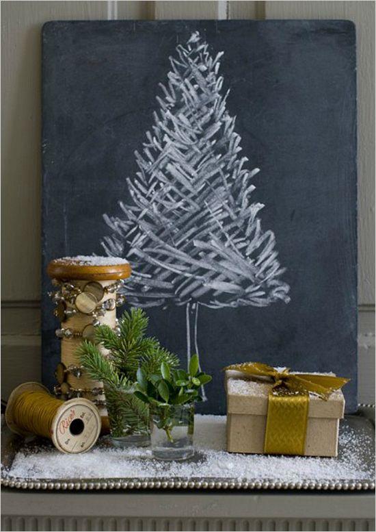Árbol de Navidad estilo vintage sobre pizarra