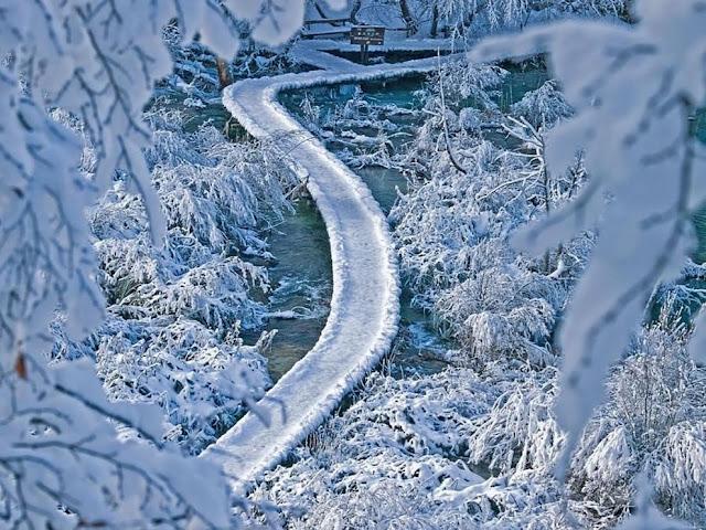 جولة سياحية أجمل البلاد مستوى العالم كرواتيا بليتفيتش Plitvice-transformed-by-ice.jpg