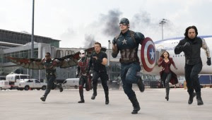 "Et voila de nouvelles images de Captain America: Civil War, elles nous présentent le tout nouveau Spiderman du Marvel Universe version cinéma!!!!     Mais bon Civil War ce n'est pas que notre chèr ""monte en l'air"":     peter parker, captain america black widow hawkeye scarlett witch iron man war machine the falcon winter soldier bucky barnes clint barton steve rogers tony stark robert downey jr chris evans scarlette johanson     Directed by Joe and Anthony Russo and starring Chris Evans, Robert Downey Jr., Scarlett Johansson, Anthony Mackie, Sebastian Stan and more, ""Captain America: Civil War"" opens on May 6, 2016"