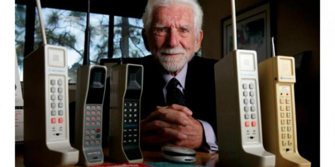 Mengintip Sejarah Awal Terbentuknya Handphone. Siapa Penemunya?