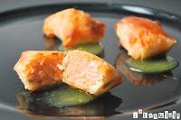 Crujientes de salmón con crema de naranja