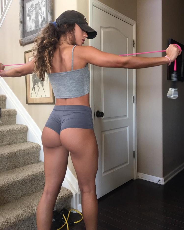 Sommer Ray fitness model
