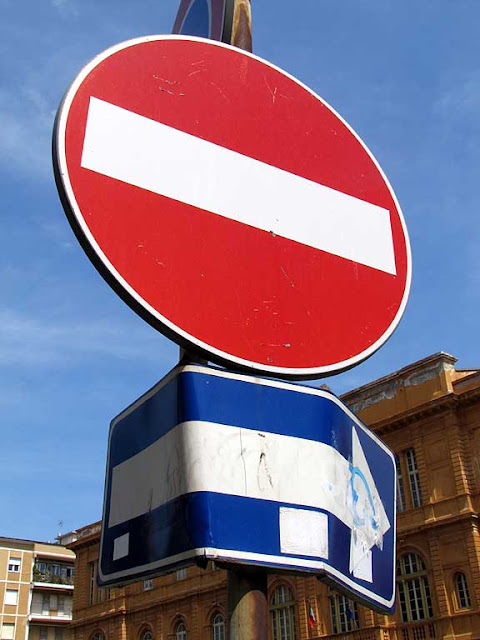 Badly bent one way traffic sign, Livorno