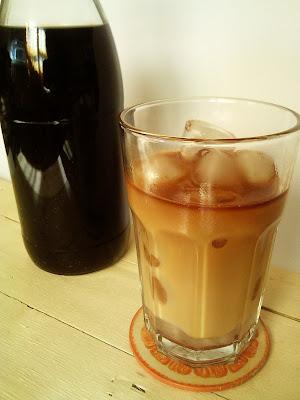 CAFFE LATTE CON HIELO Y VAINILLA  RECETA COCINA VERANO cafe helado leche condensada casera sin azucar edulcorante liquido