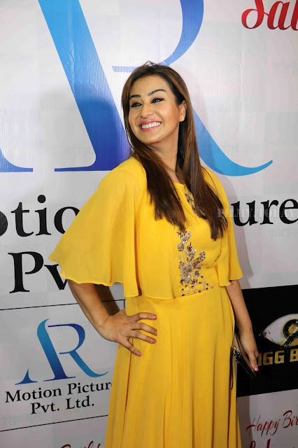 Shilpa Shinde Picture In Yellow Dress