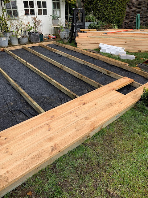 Garden // Building a Scaffold Board Deck & Clad Fence - Roses and