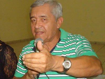 http://www.blogdofelipeandrade.com.br/2016/07/ex-prefeito-do-conde-morre-na-fila-de.html