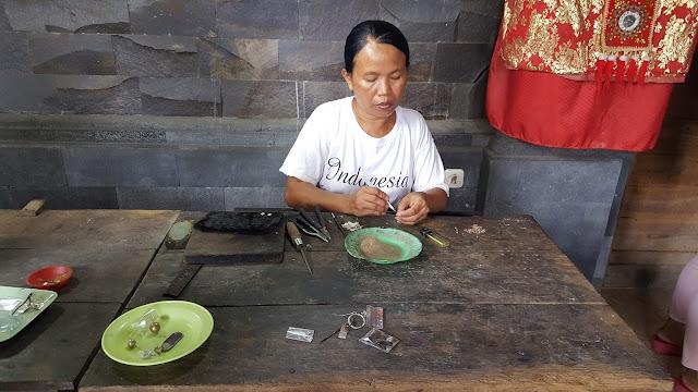 Kraftangan Perak Bali