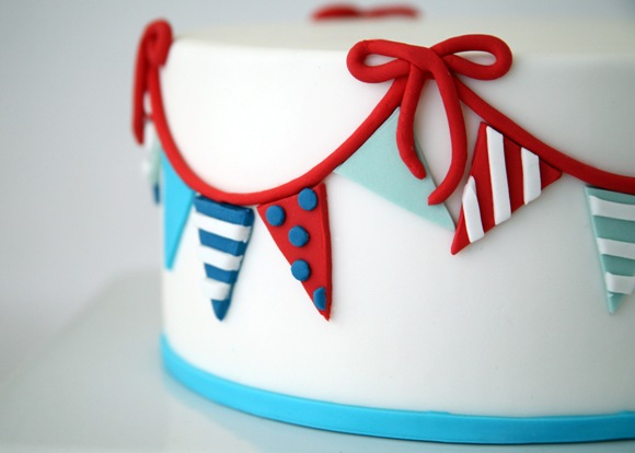 Trio of DIY Nautical Cakes Using Sugar Paste Fondant - via BirdsParty.com