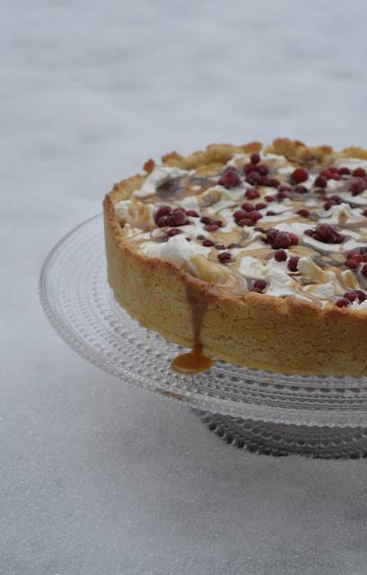 puolukkainen kakku, kerma, kinuski, puolukka, kakku