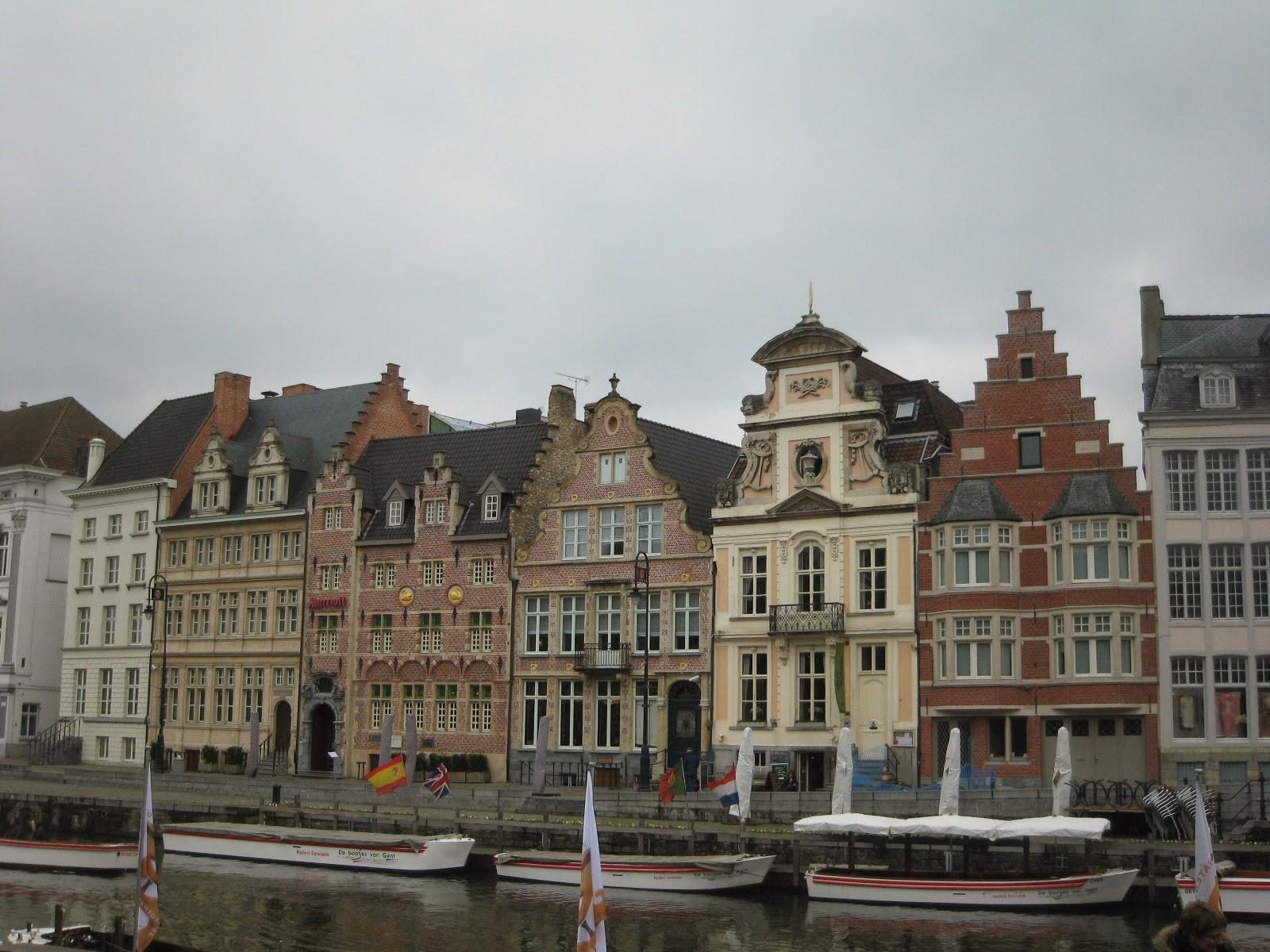 Casas en el canal en Gante