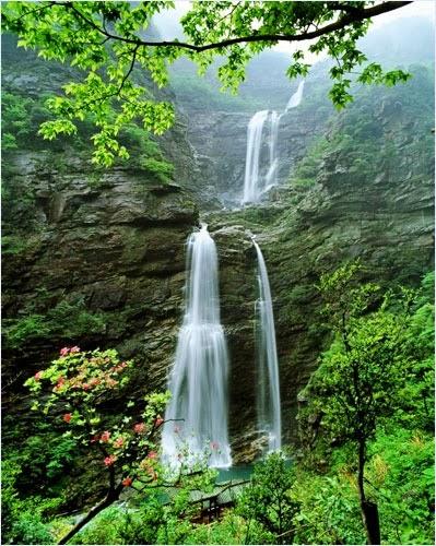 น้ำตกบริเวณเขาหลูซาน (Mount Lu/ Lushan)