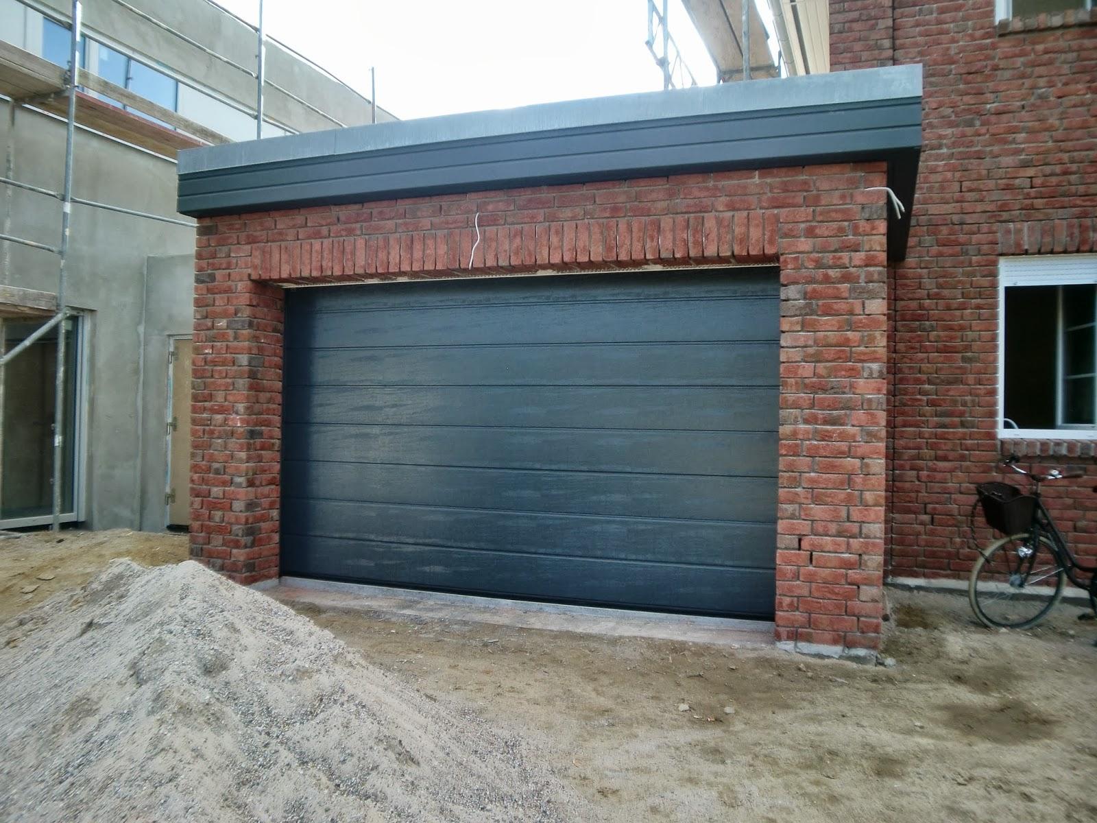 Zuhausebau Die Garage Hat Ein Tor