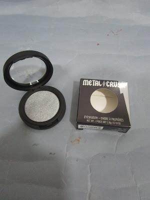 Imagen Metal Crush Eyeshadow de Kat Von D en el tono Static Age