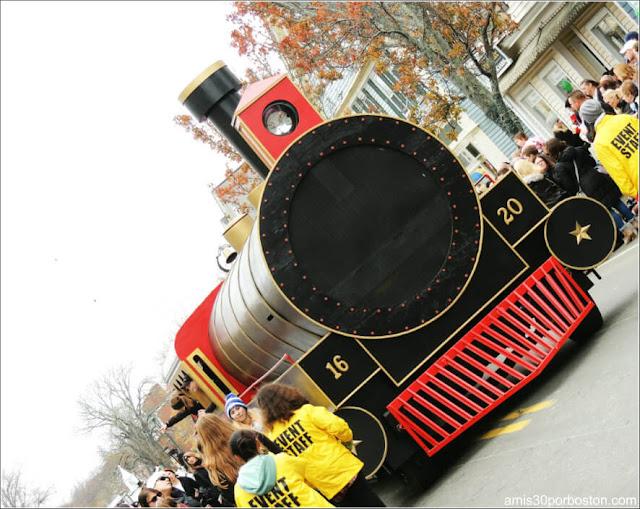 Tren Navidad en el Desfile de Acción de Gracias en Plymouth, Massachusetts