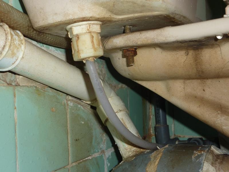 昌的世界: 維修廁所水箱