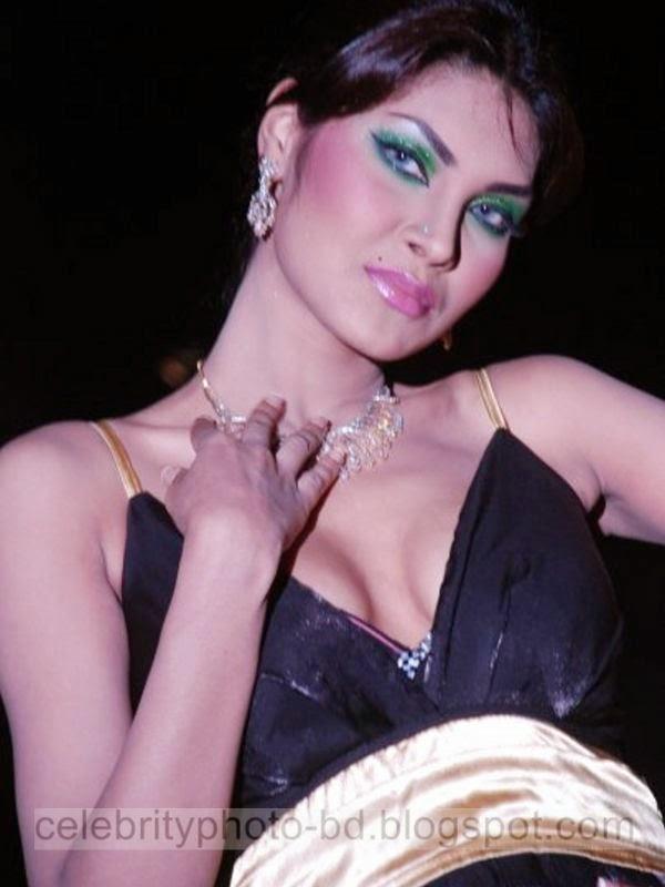 Top Hot Bangladeshi Ramp Model Photos in Fashion Show 2014