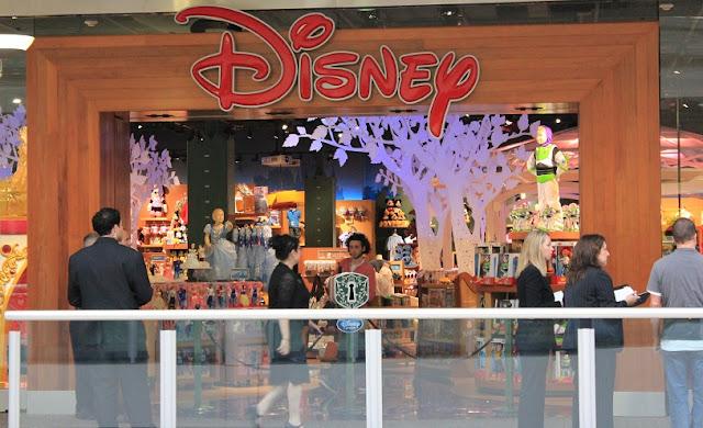 Loja de brinquedos Disney Store em Los Angeles