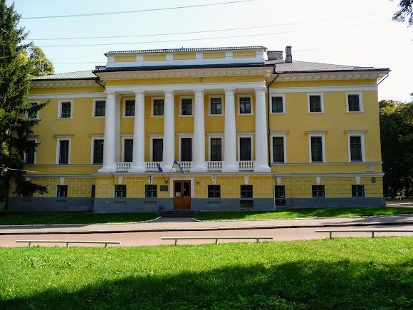Чернігів. Дитинець. Історичний музей ім. Тарнавського. 1804 р. Колишній будинок губернатора.