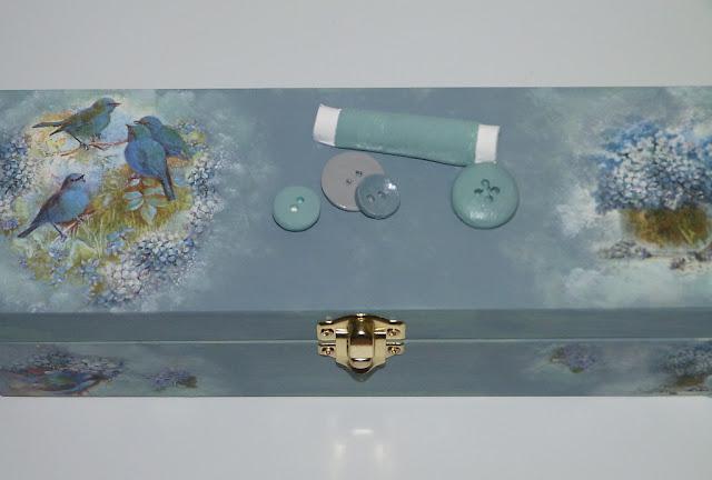 caja de madera-decorada-papel de arroz-figuras de escayola