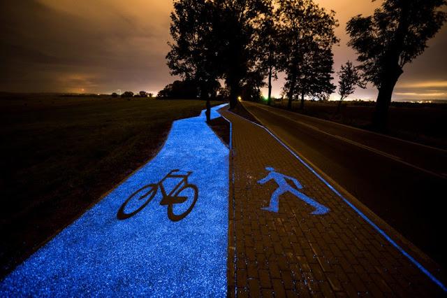 幻想的に美しく光る道路?その正体は?【o】