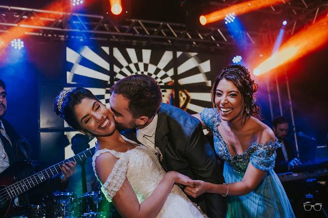 casamento real, casamento a céu aberto, villa giardini, pista de dança, casamento em brasilia, casarei em brasilia, festa de casamento, convidados dançando, hora do buque, jogar o buque
