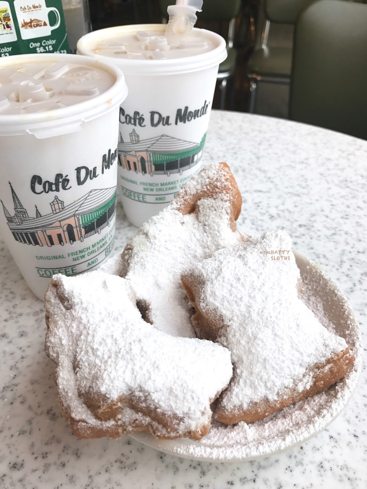 What to Eat in New Orleans: Cafe du Monde | Cafe au Lait & Beignet