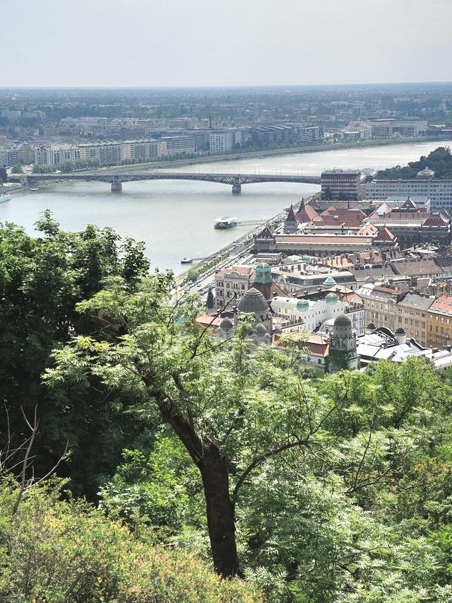 Boedapest: de Gellertheuvel