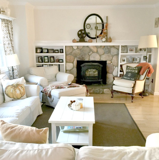 Living room with white furniture and mantel