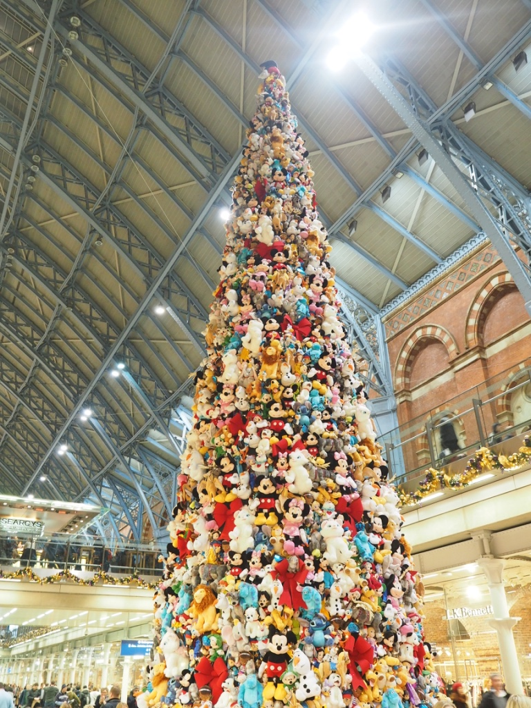 st pancras disney christmas tree
