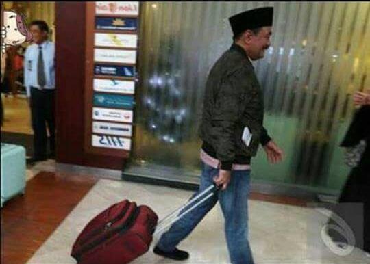 "Keok, Djarot ""Dibelikan"" Warganet Tiket Mudik Medan-Surabaya"