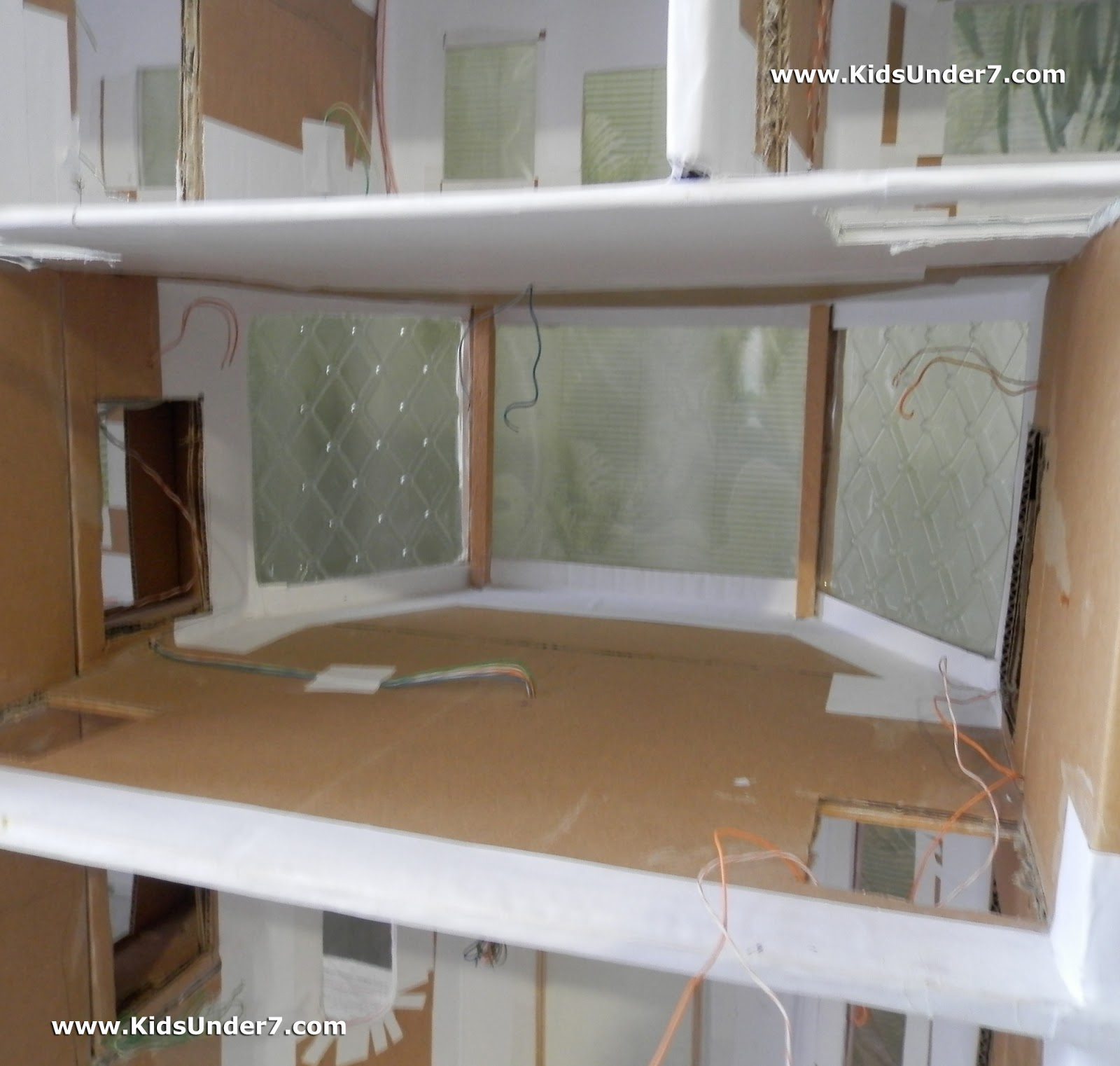 The wiring for the lighting of all rooms we conducted in the walls of the  Dollhouse.