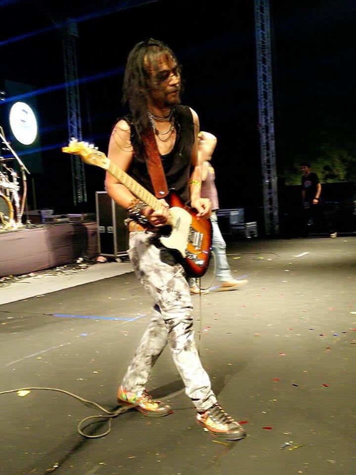 Gitaris Kidal Fender