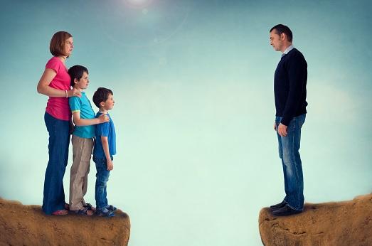 çift i divorcuar me dy fëmijë