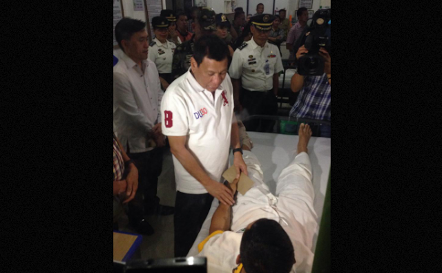 Duterte personally hands out financial assistance to wounded soldiers