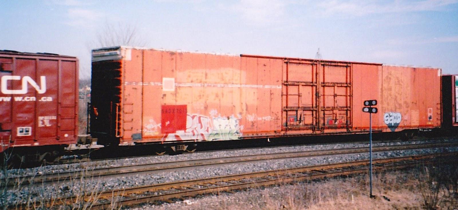 Trackside Treasure: Hi-Cube Boxcars Haul Peat Moss