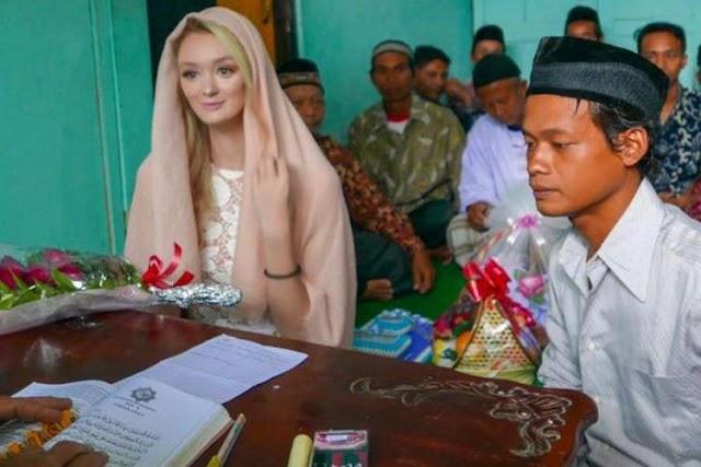 Nur Khamid pria asal magelang menikahi wanita asal Inggris bernama Polly Alexandrea Robinson